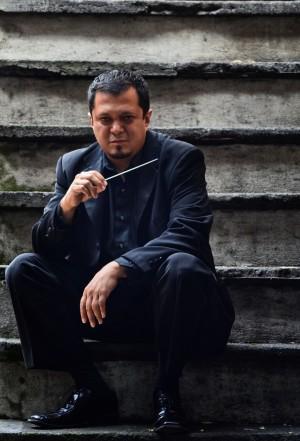 Conductor J. Arturo Gonzalez